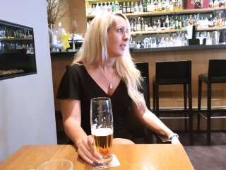 Fickgeil in der Hotel-Bar in Bonn mit XXL Facial