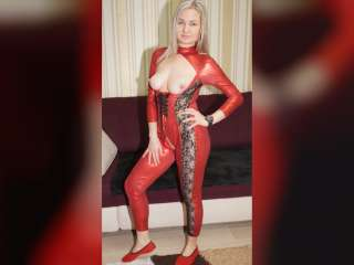 Christina posing in rotem Spandex Catsuit