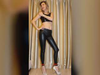 In Spandex Leggins und Slinkystylez Top